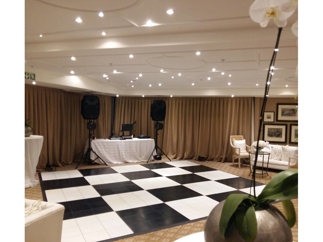 Dance Floor Hire | Checkered Dance Floor - 12 Apostles Hotel
